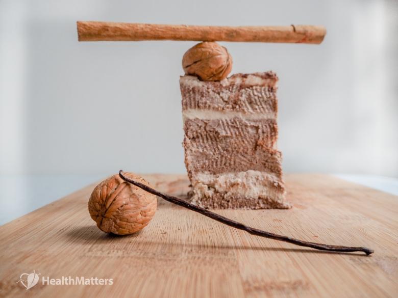 Raw Vegan Tiramisu - https://www.healthmatters.io - photo credit: www.varvaradame.com