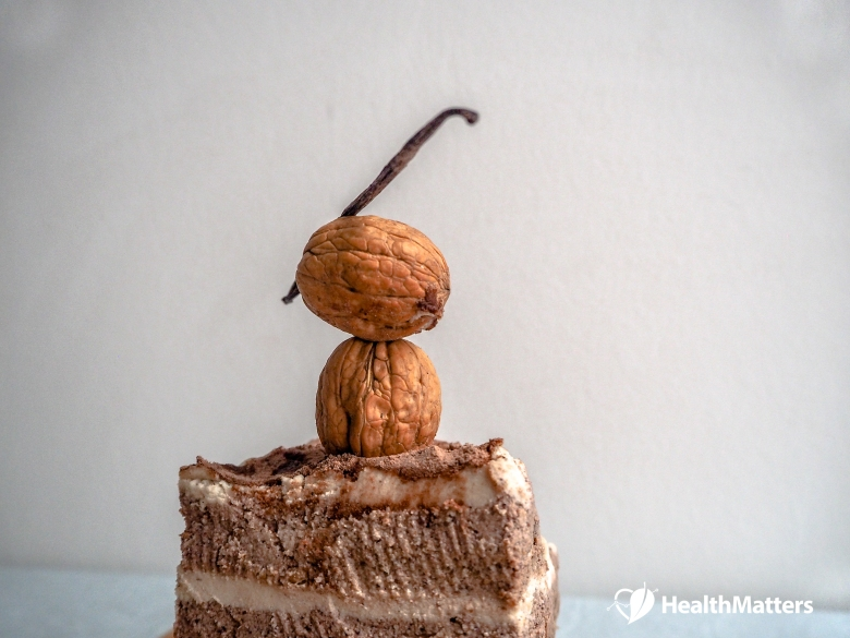 Raw Vegan Tiramisu - https://www.healthmatters.io - photo credit: www.varvaradame.com